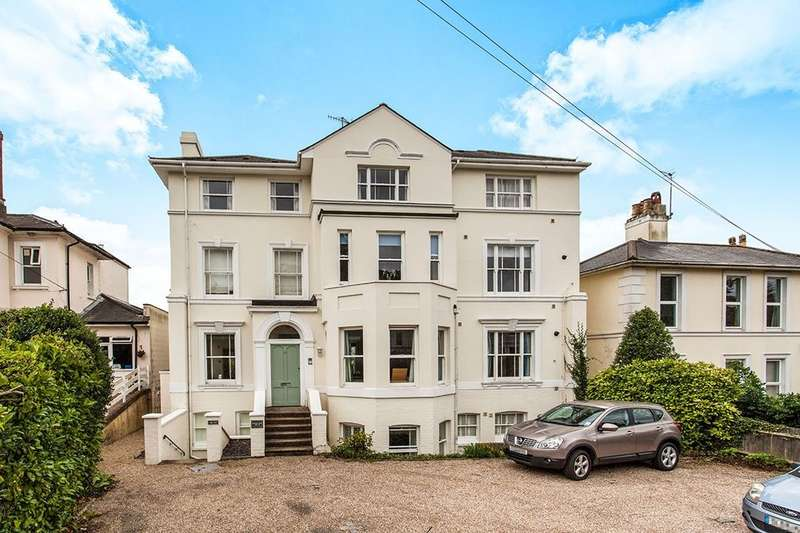 2 Bedrooms Flat for sale in Park Road, Southborough, Tunbridge Wells, TN4
