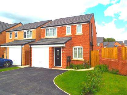 3 Bedrooms Detached House for sale in Fairclough Park Drive, Leigh, Greater Manchester