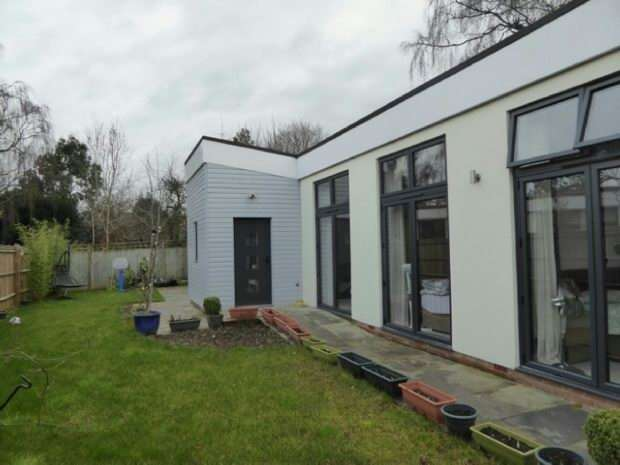3 Bedrooms Detached Bungalow for rent in Eastern Avenue, Reading, RG1 5SQ