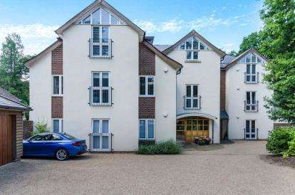 6 Bedrooms Flat for sale in Pine Way, Chilworth, Southampton