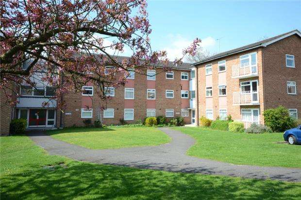 2 Bedrooms Apartment Flat for sale in Elleray Court, Ash Vale, Surrey