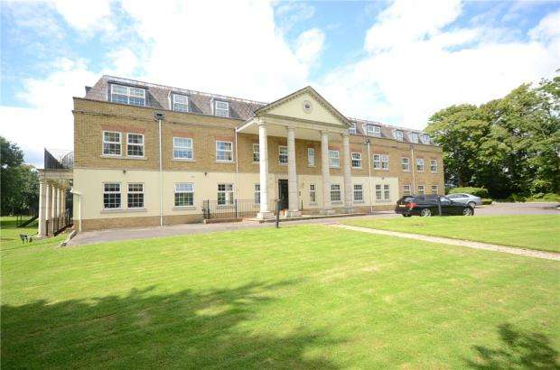2 Bedrooms Apartment Flat for sale in Wellington Lodge, North Street, Winkfield