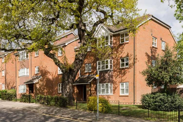 2 Bedrooms Flat for sale in Le May Avenue Grove Park SE12