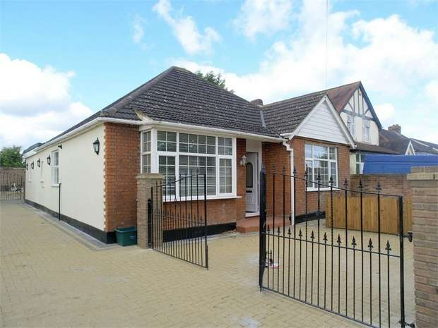 3 Bedrooms Detached Bungalow for sale in Cox Lane, Ewell