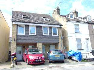 3 Bedrooms Semi Detached House for sale in Navara House, De Burgh Street, Dover, Kent