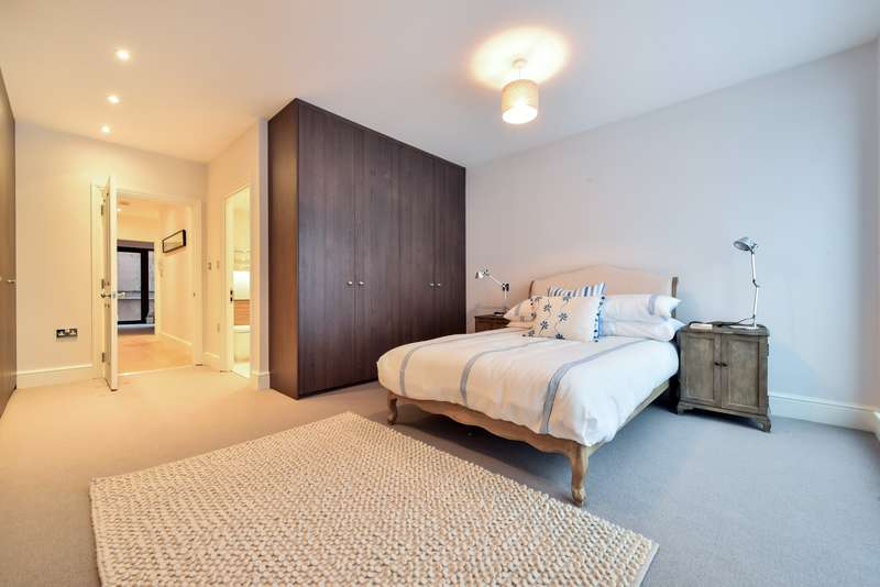 3 Bedrooms Flat for sale in Pirbright Road, Southfields, SW18