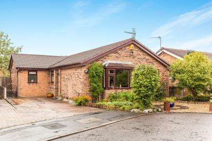 3 Bedrooms Bungalow for sale in Inglewood Close, Birchwood, Warrington, Cheshire