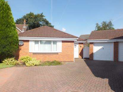 3 Bedrooms Bungalow for sale in Lansborough Close, Leyland, Lancashire