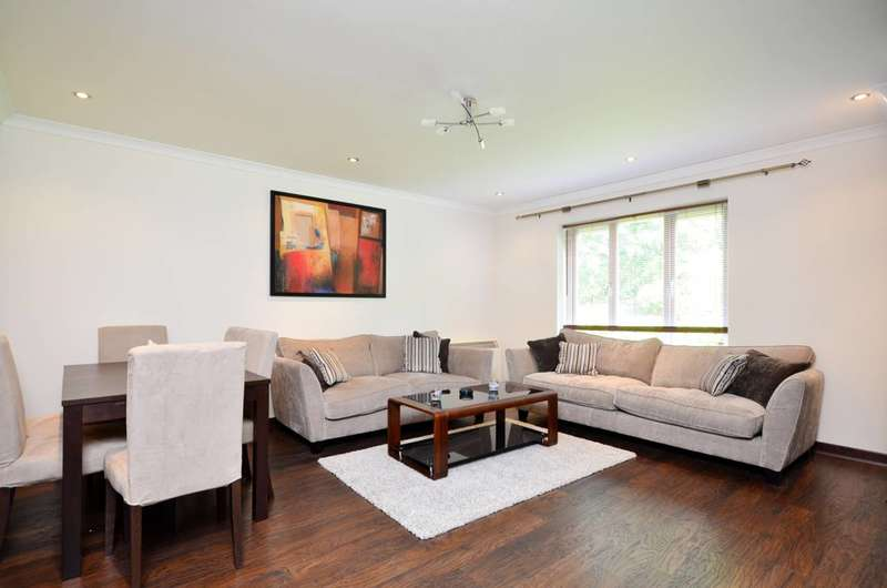 2 Bedrooms Flat for sale in Strand Drive, Kew, TW9
