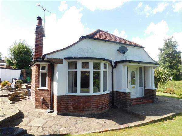 2 Bedrooms Bungalow for sale in Spinny Road, Manchester
