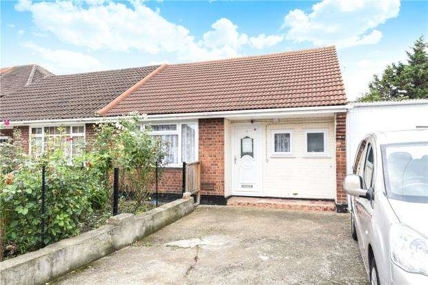 3 Bedrooms Semi Detached Bungalow for sale in Blackberry Farm Close, Hounslow