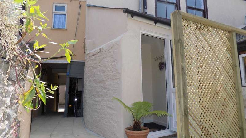 2 Bedrooms Flat for sale in West Street, Millbrook