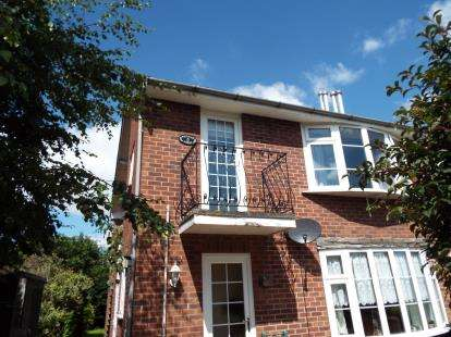 2 Bedrooms Maisonette Flat for sale in West View Court, St. Austins Drive, Carlton, Nottingham