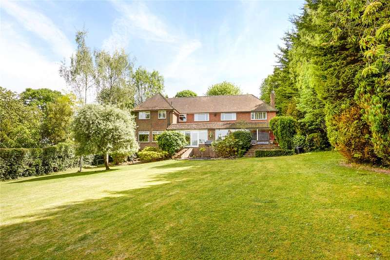 4 Bedrooms Detached House for sale in Garden Close, Leatherhead, Surrey, KT22
