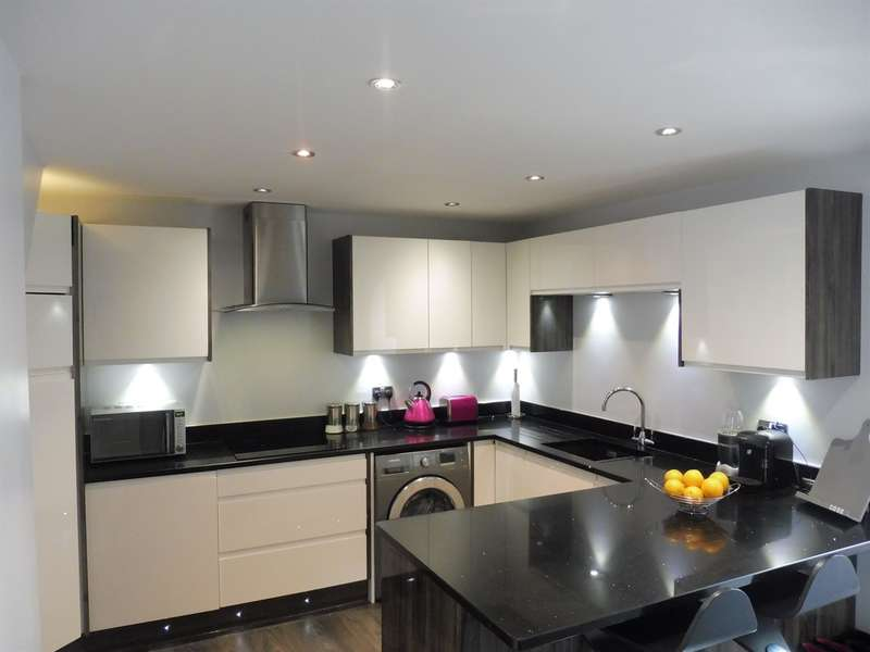 3 Bedrooms Detached House for sale in St Gwynnos Close, Dinas Powys