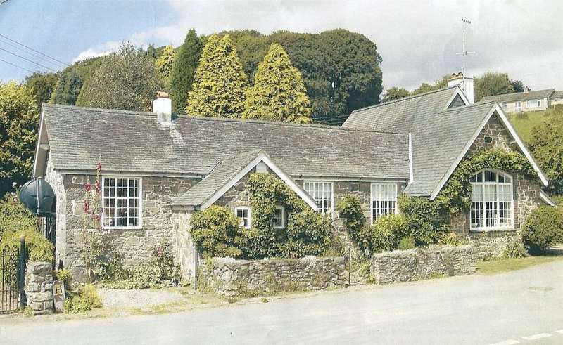 3 Bedrooms Unique Property for sale in Pont Robert, Meifod, Powys, SY22 6HY