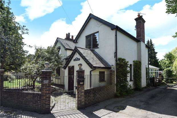 5 Bedrooms Detached House for sale in Doles Lane, Wokingham, Berkshire