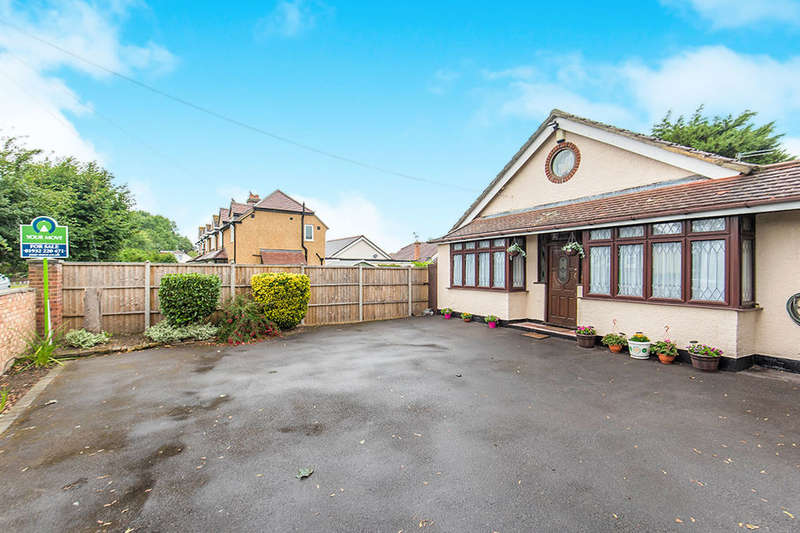 4 Bedrooms Detached Bungalow for sale in Scotts Way, Sunbury-On-Thames, TW16
