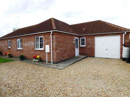 3 Bedrooms Bungalow for sale in Watery Lane, Mareham-Le-Fen, Boston, Lincolnshire