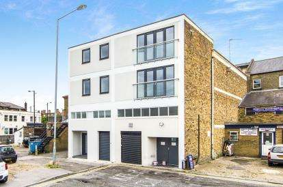 1 Bedroom Flat for sale in High Street, Brentwood