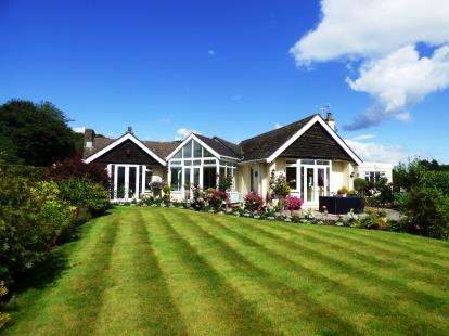 4 Bedrooms Bungalow for sale in Congleton Road, Gawsworth, Macclesfield, Cheshire