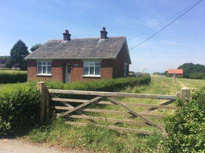 2 Bedrooms Bungalow for sale in Shirrell Heath, Southampton, Hampshire