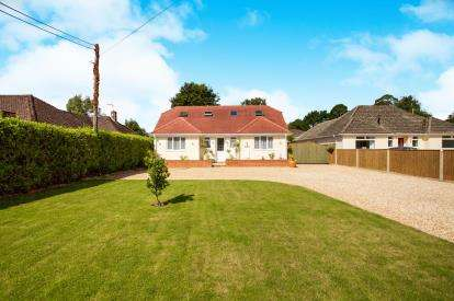 4 Bedrooms Bungalow for sale in West Parley, Ferndown, Dorset