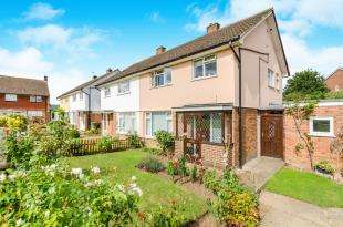3 Bedrooms End Of Terrace House for sale in Scotts Farm Road, Epsom, Surrey
