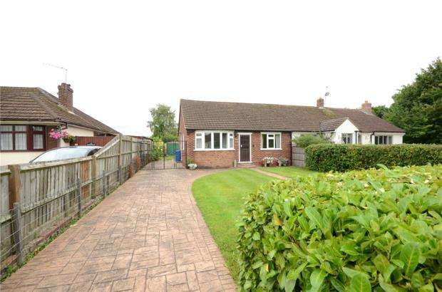3 Bedrooms Semi Detached Bungalow for sale in Manor Grove, Fifield, Maidenhead