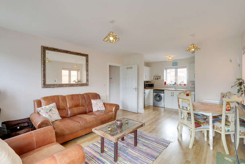 1 Bedroom Flat for sale in Younghayes Road, Cranbrook