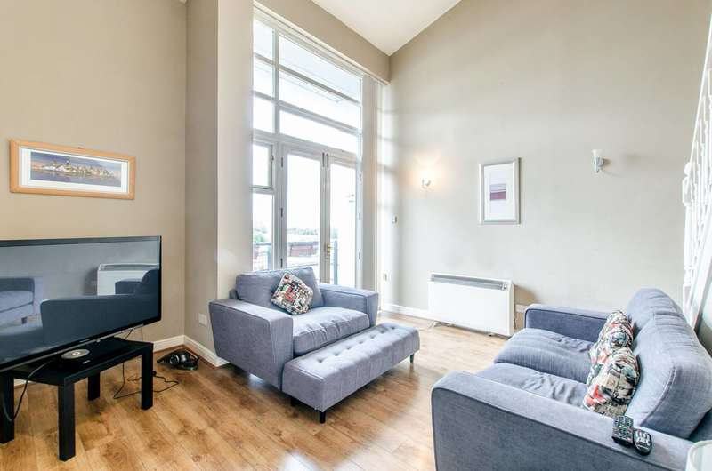 3 Bedrooms Maisonette Flat for sale in Fishguard Way, Gallions Reach, E16