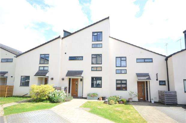 4 Bedrooms Terraced House for sale in Field View, Caversham, Reading