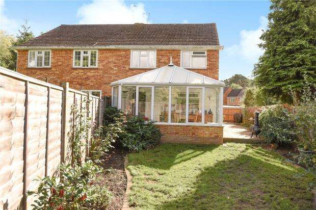 3 Bedrooms Semi Detached House for sale in Lyon Road, Crowthorne, Berkshire