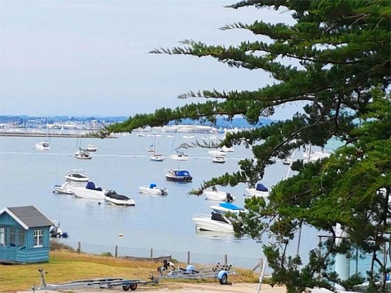 3 Bedrooms Apartment Flat for sale in Panorama Road, Sandbanks, Poole, BH13
