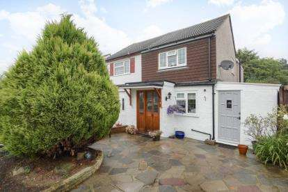 3 Bedrooms Semi Detached House for sale in Grasmere Gardens, Locksbottom, Orpington