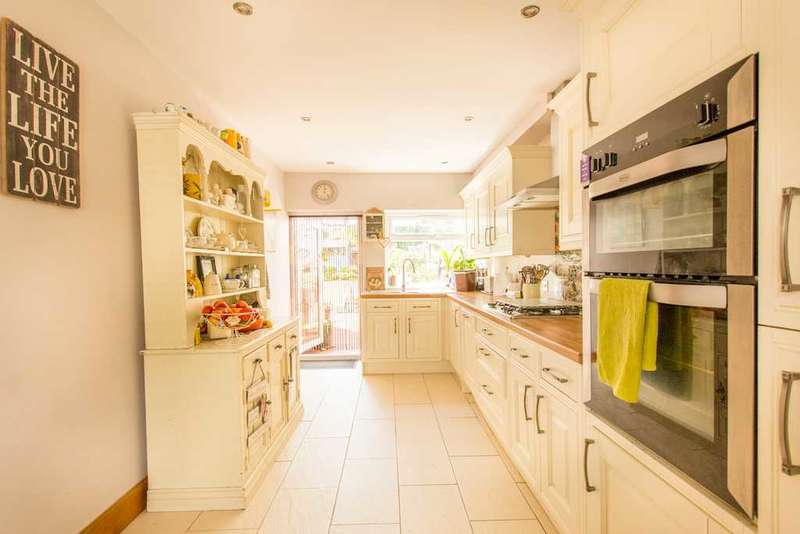 4 Bedrooms End Of Terrace House for sale in The Green, Welling