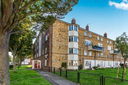 3 Bedrooms Maisonette Flat for sale in Southsea