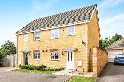 3 Bedrooms Semi Detached House for sale in Boundary Close, Henlow, Bedfordshire, England