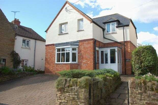3 Bedrooms Detached House for sale in Doves Lane, Moulton, Northampton NN3 7TA