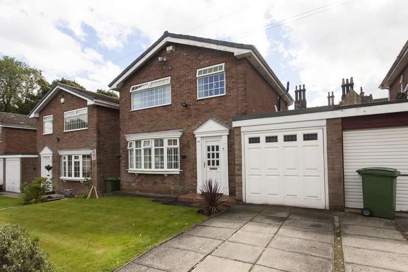 3 Bedrooms Detached House for sale in Walker Avenue, Bolton, Greater Manchester, BL3