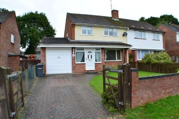 3 Bedrooms Semi Detached House for sale in Millers Road, Tadley
