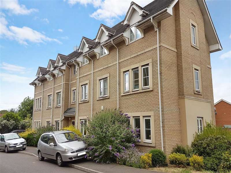 2 Bedrooms Ground Flat for sale in Walnut Close, Steeple View, Basildon, Essex