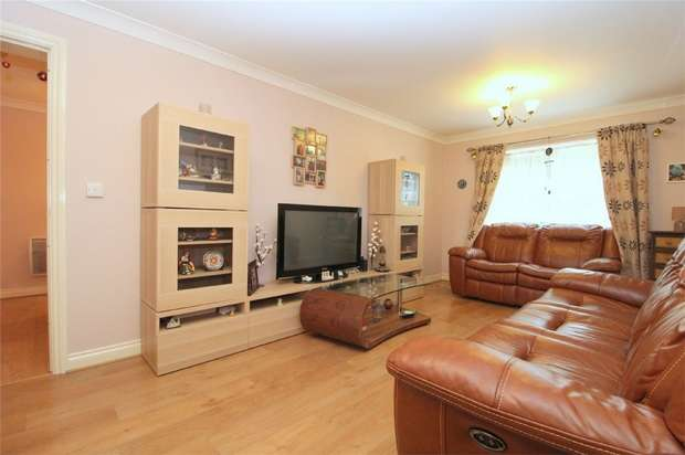 2 Bedrooms Flat for sale in International Way, Sunbury-On-Thames, Middlesex