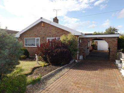 3 Bedrooms Bungalow for sale in Denbigh Circle, Kinmel Bay, Rhyl, Conwy, LL18