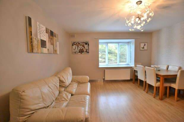 2 Bedrooms Apartment Flat for sale in Minster Court, Liverpool