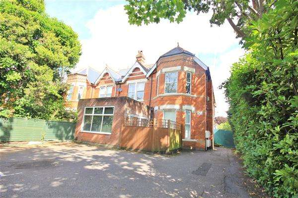 2 Bedrooms Apartment Flat for sale in Poole Road, Poole