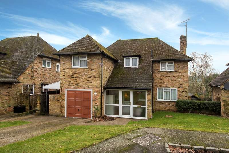 4 Bedrooms Detached House for sale in Mark Drive, Chalfont St Peter, Gerrards Cross, SL9