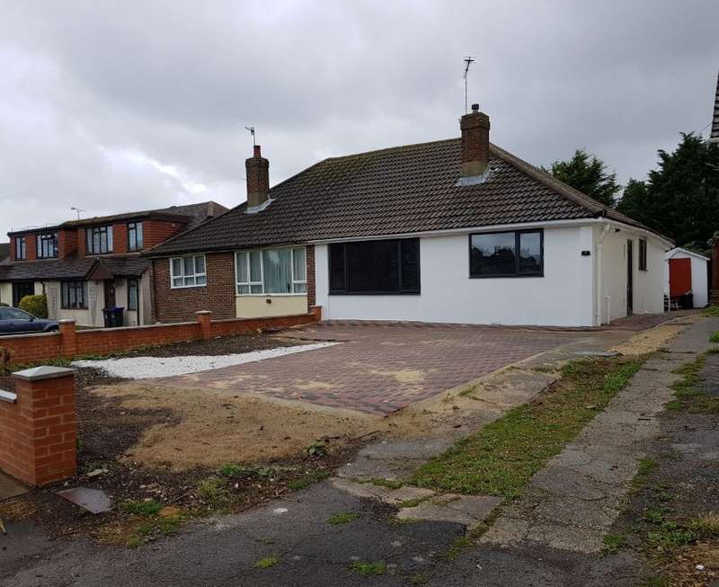 2 Bedrooms Bungalow for sale in Halewick Lane, Sompting, Lancing, West Sussex, BN15 0NE