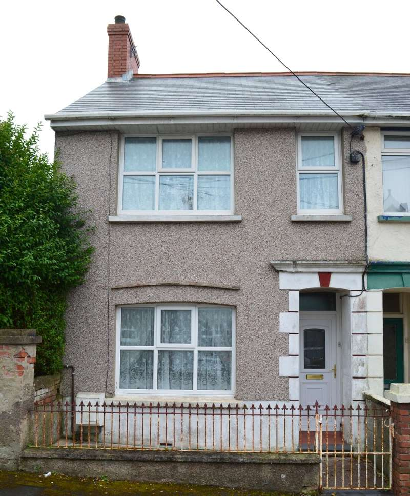 3 Bedrooms End Of Terrace House for sale in Dartmouth Gardens, Milford Haven, Dyfed, SA73 2AP