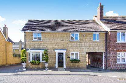 4 Bedrooms Link Detached House for sale in Chafford Hundred, Grays, Essex